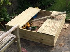 Diy wooden sandpit with lid and benches garden wooden sandpi Diy Pallet Projects, Woodworking Projects Diy, Garden Projects, Wood Projects, Garden Ideas, Wooden Sandpit With Lid, Wooden Sandbox, Window Seat Storage, Kids Indoor Playground