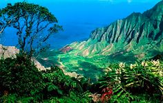 Must-see tourist attractions : The premier hike on Kauai, the remote Kalalau Trail.