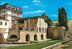 Turist în București: Strada Franceza - Centrul Vechi - Bucuresti Romania People, Romania Travel, Notre Dame, Mansions, House Styles, Building, Home, Bucharest, Manor Houses