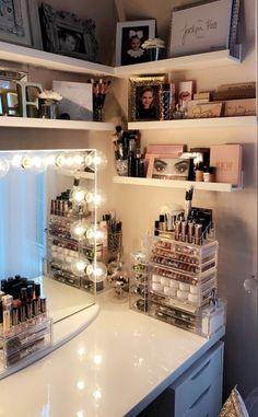 Bedroom Decor For Teen Girls, Girl Bedroom Designs, Teen Room Decor, Room Ideas Bedroom, Beauty Room Decor, Makeup Room Decor, Stylish Bedroom, Aesthetic Room Decor, Dream Rooms