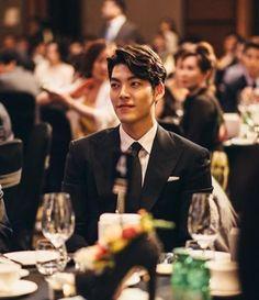 Ugh it should be a crime to look this good! Kim Woo Bin, Korean Actresses, Asian Actors, Korean Actors, Kdrama, Heirs Korean Drama, Won Bin, Korean Tv Series, Uncontrollably Fond