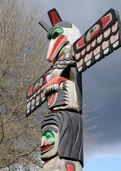 Raven Holding Totem Pole Above Son Of Indian Chief Above Beaver - Carver: Douglas Lafortune 1989.