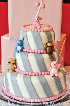 Oh my I want this cake with all puppies on it for my Birthday next year!! Lol hint hint everyone!!