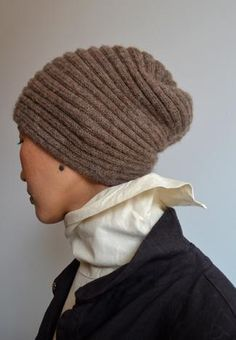 kinda like the wurm hat, but this looks so be knitted in the other direction. putting this on the reverse engineering list.