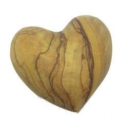 88d39e325bf Precioso corazón en madera de olivo de Tierra Santa. El