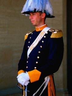 Palace guard in San Marino. (San Marino, Southern Europe within Italy) Military Guard, Military Academy, Military Uniforms, People Photography, Photography Poses, Monaco, San Marino Italy, Santa Marina, Republic Of San Marino