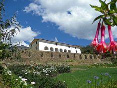 La Casa Hacienda Shismay situada en los andes centrales del Perú a solo 17 Km. de la ciudad de Huánuco abre sus puertas al turismo y les da la bienvenida. Shismay tiene paisajes impresionantes y una gran biodiversidad de los Andes