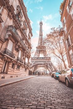 Travel hacks for Paris France. What to know before traveling to Paris. Eiffel Tower Photography, Paris Photography, Nature Photography, Travel Photography, City Aesthetic, Travel Aesthetic, Paris Wallpaper, Paris Pictures, Paris Eiffel Tower