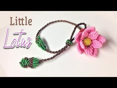 So cute is this macrame little lotus bracelet - Thắt dây vòng tay hoa sen nh. Macrame Colar, Macrame Earrings, Macrame Art, Macrame Knots, Macrame Jewelry, Macrame Bracelets, Handmade Bracelets, Diy Jewelry, Macrame Bracelet Patterns