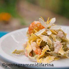 """#OggiLucianaMosconi vi presenta la ricetta di @pentagrammidifarina. Zigrinate paglia e fieno al #limone e #gamberi: """"un piatto speciale perché preparato con tanta passione e con una #pasta all'uovo eccezionale dell'azienda marchigiana #LucianaMosconi""""."""