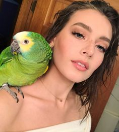 Talk birdy to me 🐥 Jessica Clement, Clothing Haul, Becoming A Model, Go To New York, Youtube Stars, About Hair, Model Agency, Brown Hair, The Help