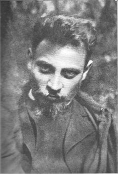 Rainer Maria Rilke es considerado uno de los poetas más importantes en alemán y de la literatura universal. Sus obras fundamentales son las Elegías de Duino y los Sonetos a Orfeo.