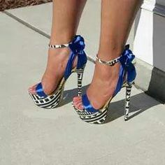 Shop hot shoes and fashionable, trendy high heels. Pretty Shoes, Beautiful Shoes, Cute Shoes, Me Too Shoes, Stilettos, Pumps Heels, Stiletto Heels, Heeled Sandals, Dream Shoes