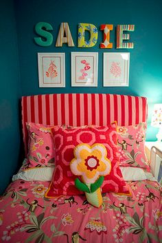 prochaine chambre de Mlle Ambre:  turquoise and pink.
