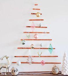 Kerstboom met koperen buizen #kerstboom #boom #kerst #kerstmis #christmas #tree #christmastree #cupper #koper #diy