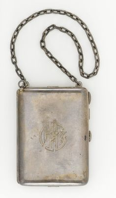 monogrammed sterling silver vanity bag with chain | 1920s | #vintage #1920s #fashion