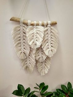 Feder Makramee Makramee-Banner Garn-Wand-Kunst Wandbehang Boho Wandbehang Boho Zimmer im Studentenwohnheim Wand Gobelin Makramee Art Macramé, Art Mural, Macrame Art, Macrame Projects, Macrame Modern, Macrame Knots, Diy Projects, Macrame Thread, Macrame Mirror