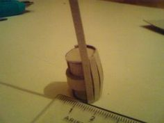 Paper-Barrel: in five easy steps mais revoir les dimenssions car unSo here we go: Cut out a cm piece of thin cardboard. Put some glue on one side and roll it. (I use a roll out of many layers because it's more stable Terraria, Miniature Furniture, Dollhouse Furniture, Dungeons And Dragons, Vitrine Miniature, Free To Use Images, Miniture Things, Model Trains, Dollhouse Miniatures