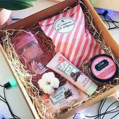 DIY Christmas Gift Basket Ideas for Family and Friends - DIY Christmas Gift Bas. DIY Christmas Gift Basket Ideas for Family and Friends – DIY Christmas Gift Basket Ideas for Fam Valentine Gift Baskets, Christmas Gift Baskets, Christmas Gift Box, Xmas Gifts, Cute Gifts, Valentine Gifts, Diy Gifts, Christmas Snowman, Birthday Gifts For Best Friend