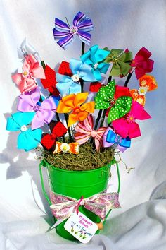 Sweet idea for a girl baby shower gift! Bouquet of cute hair clips and bows.