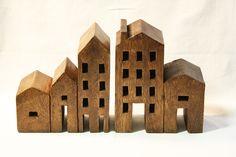 Coppia fermalibri case in legno. http://www.pisanogenova.it/catalogo/169-coppia-fermalibri-in-legno-case