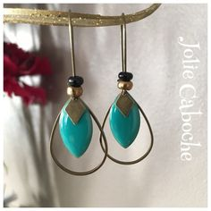 Boucles d'oreilles sequins émaillés et breloques bronze : Boucles d'oreille par joliecaboche