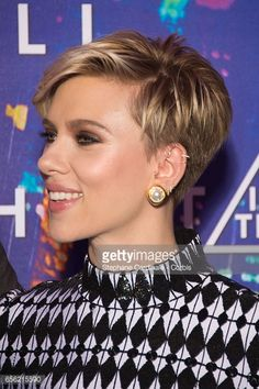 Actress Scarlett Johansson attends the Paris Premiere of the Paramount Pictures . Actress Scarlett Johansson attends the Paris Premiere of the Paramount Pictures release & In The Shell& at Le Grand Rex on March 2017 in Paris, France. Pixie Haircut Thin Hair, Thin Hair Haircuts, Short Pixie Haircuts, Pixie Hairstyles, Short Hair Cuts, Cool Hairstyles, Short Hair Styles, Choppy Haircuts, Undercut Pixie