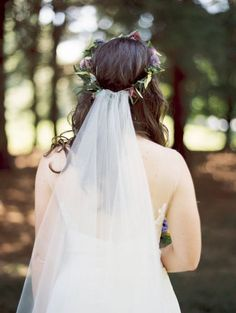 Inspire-se com os melhores penteados de noiva com véu 2017 e use um deles no dia do seu casamento Image: 9
