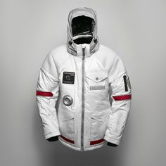 SPACELIFE JACKET  The design of the jacket takes inspiration from the classic spacesuit and offers many technical features as well as excellent protection from the elements .