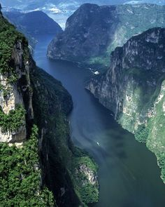 Chiapa de Corzo - the most amazing river canyon ride I've ever taken. (photo from www.luxuriousmexico.com)