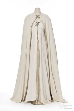 ephemeral-elegance: Silk and Lamé Evening Gown and Cape, 1937 Madeleine Vionnet via Europeana Fashion (via techwitchprincex) 1930s Fashion, Vintage Fashion, Edwardian Fashion, Fashion Goth, Pretty Dresses, Beautiful Dresses, Vintage Dresses, Vintage Outfits, Madeleine Vionnet