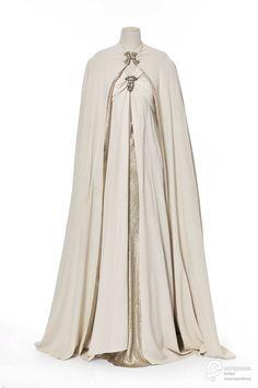 ensemble pour le soir 1937 Material silk Creator Madeleine Vionnet Object Type tunic, cape, ensemble Technique lamé Color silver