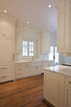 Large simple kitchen. I love this!