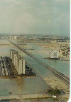 Sheikh Zayed Road in 1980 Happy City, Sheikh Mohammed, Modern Metropolis, Urban Life, Dubai Uae, United Arab Emirates, Kinds Of People, Under Construction, Cityscapes