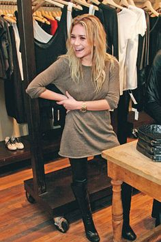 long sweater, sweaters with leggings, simpl style, fashion, outfit, ashley olsen, leather leggings, boots