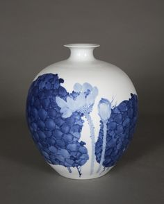The Porcelain Tour is a small group unique and professional in-depth discovery of exquisite Chinese porcelain and ceramics at its origins. Contemporary Ceramics, Small Groups, Porcelain, China China, Tours, Vase, Centre, Design, Home Decor