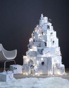 Christmas Shows, Magical Christmas, Green Christmas, All Things Christmas, Christmas Greenery, Christmas Wreaths, Christmas Decorations, Holiday Decor, Christmas Tree Festival