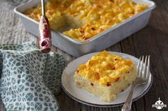 Put a fun twist on your traditional macaroni and cheese recipe with these Mac and Cheese Squares. It is super easy to make this baked macaroni and cheese casserole. Mac and Cheese Squares are just like regular baked mac and cheese. Macaroni And Cheese Casserole, Bake Mac And Cheese, Baked Macaroni, Easy Soup Recipes, Gourmet Recipes, Cooking Recipes, Pasta Recipes, Casserole Recipes, Cake Recipes