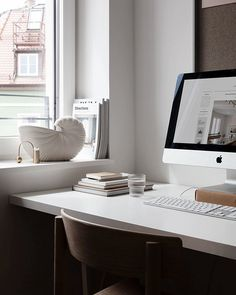 Ferm Living shell pot in my office window Small Space Office, Small Spaces, Office Spaces, Interior Design Tips, Home Interior, Cheap Houses, Workspace Inspiration, Workspace Design, Home Office Decor