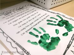 This end of the year Kindergarten Handprint Poem is a great printable from Little Miss Kindergarten that you can use with your class. We actually had it going simultaneously during one of our last writer's workshop sessions. Preschool Poems, Kindergarten Freebies, Kindergarten Art Projects, Kindergarten Graduation, Graduation Day, Kindergarten Classroom, Kindergarten Activities, Classroom Ideas, Free Preschool