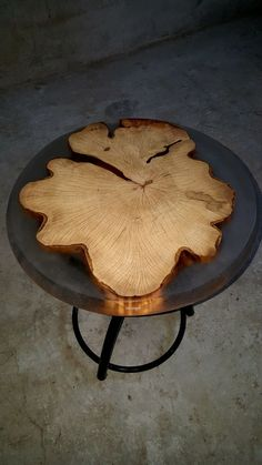 50 Amazing Resin Wood Table For Your Home Furniture Wood Resin Table, Epoxy Resin Table, Wood Table, Wooden Crafts, Resin Crafts, Resin Art, Live Edge Furniture, Resin Furniture, Wood Slab