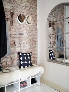 Entryway décor is very important because it's that space that speaks about your home. A trendy brick wall is a must have there! Style At Home, Brick Interior, Interior Design, Interior Walls, Interior Livingroom, Style Loft, Hallway Walls, Home Trends, 2016 Trends