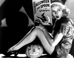 For Halloween, a photo gallery of stunning Hollywood starlets striking their best pin-up poses. Featuring Betty Grable, Clara Bow, and more! Halloween Pin Up, Retro Halloween, Spooky Halloween, Fröhliches Halloween, Holidays Halloween, Halloween Decorations, Halloween Costumes, Halloween Pictures, Halloween Playlist