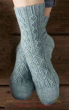 Knitting Socks, Hand Knitting, Fluffy Socks, Bamboo Socks, Lace Socks, Yarn Inspiration, Knit Shoes, Winter Socks, Stocking Tights