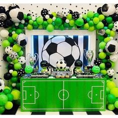Linda inspiração de festa Futebol!!! By @coolcornerbistro . . #catalogodefestas #festafutebol #festacopadomundo #festacopa… Sports Themed Birthday Party, Soccer Birthday Parties, Football Birthday, Soccer Party, Sports Party, Soccer Baby Showers, Soccer Birthday Cakes, Football Themes, Deco Table