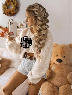 34 Latest Hair Color Ideas for 2020 - Get Your Hairstyle Inspiration for Next Season - Latest Hair Colors Latest Hair Color, Cool Hair Color, Hair Colors, Hair Highlights And Lowlights, Light Curls, Blonde Hair Looks, Hair Color Techniques, Light Brown Hair, Cute Hairstyles