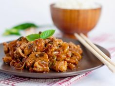échine de porc, poivre, fond de volaille, cidre, farine, oignon, sel 20 Min, Kung Pao Chicken, Chicken Wings, Meal Planning, Shrimp, Pork, Food And Drink, Appetizers, Cooking