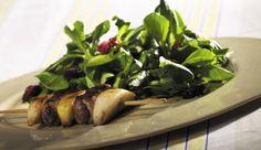 Süß-deftige Rehfiletspieße mit Apfel und Birne an einem feinen Feldsalat mit fruchtiger Cranberry-Vinaigrette. Das gibt es auf MAGGI.de.