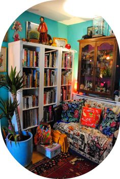 Artist Lally MacBeth's colourful Cornish home #interiordesign #artists #homes #retro #vintage #livingrooms #sittingrooms #colourful #homedecor #bookcase #LallyMacBeth For more artists' homes visit www.ompomhappy.com