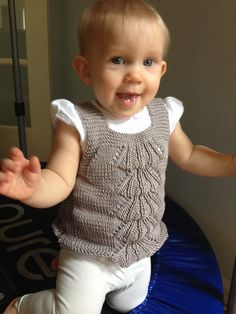 Free knitting pattern for baby sweater Orsetto pattern by Barbara Ajroldi tba